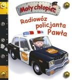 Radiowóz policjanta Pawła. Mały chłopiec